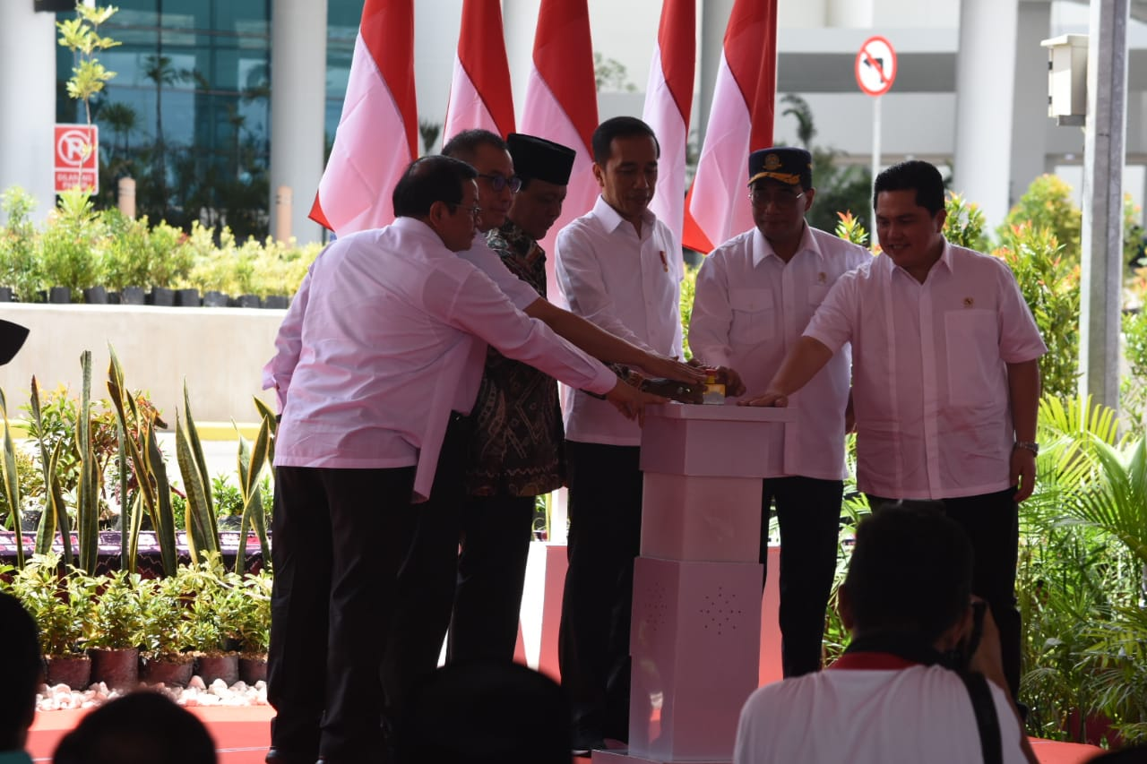 Jokowi Resmikan Terminal Baru Bandara Syamsudin Noor